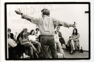 Bazon Brock, Escuela de visitantes, Documenta 4, 1968, Museum Fridericianum, Kassel. Foto: Hans Puttnies © documenta Archiv