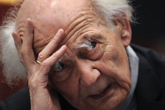 Zygmunt-Bauman-La-educación-y-la-cultura-son-tratadas-como-mercancías
