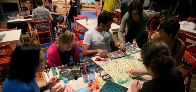 Participantes durante el taller «Públicos en Acción» [CCCB © Miquel Taverna, 2015]