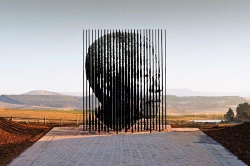 ApartheidMuseum-escultura